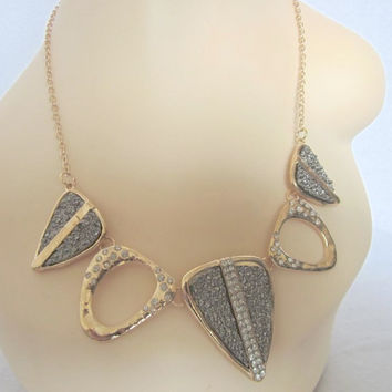 WILD STONE STATEMENT NECKLACE