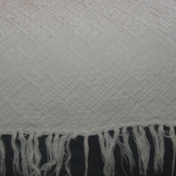 Vintage French White Cotton Fringed Coverlet Jacquard Bedspread 73 x 77