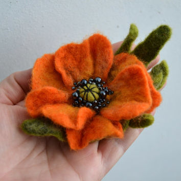 Wool Felted Flower Orange Poppy Brooch with Green Leaves, Wet Felted Brooch, Hand felted Brooch Poppy, Poppy Pin Brooch, Flower Felt Pin
