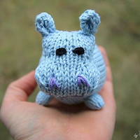 Hilde the Hippo knitting pattern for beginners and advanced knitters, spring gift and decoration, easter, gift for kids and adults