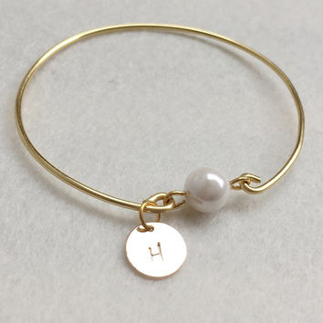 Wedding Initial bracelet Initial, Bridesmaid, mom Gift, Personalized bracelet, Wedding jewelry, Friendship cuff bangle Bridal pearl bracelet