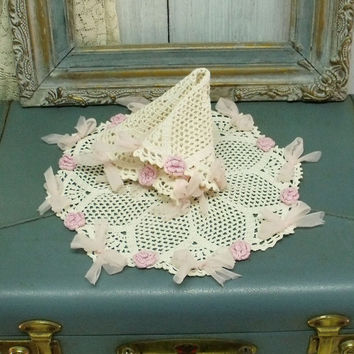 Vintage crochet Roses pink bows doilies set handmade White crochet shabby chic doilies home decor