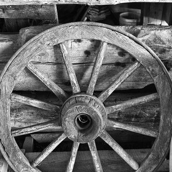 Antique Spoked Wooden Wagon Wheel (IMG_7238)