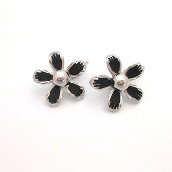 Vintage aluminum daisy flower clip on earrings