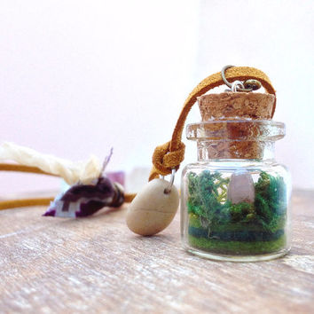 Mini Terrarium necklace. Pink Quartz miniature terrarium pendant. Natural stone necklace. Nature vial necklace. Mineral Terrarium jewelry