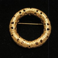 Vintage Gorgeous Miriam Haskell Signed Logo Gold Tone Wreath Pin Brooch