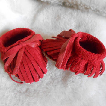 Baby Moccasins, Handmade Red Deer Skin Infant Moccs, Hand Sewn Baby Booties, Natural Fringe Baby Shoes