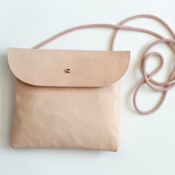 Leather crossbody bag, hip bag, shoulder bag in nude// Minimalist style
