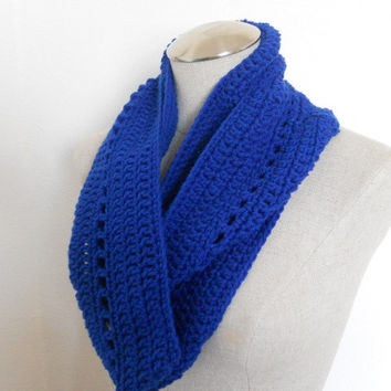 SALE ENDS OCT 1st!! Crochet Cowl in royal blue, crochet  scarf / infinity scarf, circle scarf Womens Accessory Winter Fashion