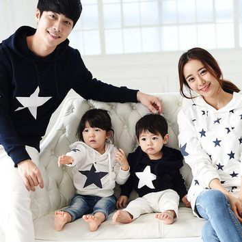 VONEGQ Family clothing 2017 spring autumn cotton star hoodie mother daughter son father  clothes family matching outfits clothing sets
