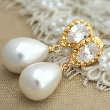 White Pearls and Rhinestone Majorica Pearl jewelry, Bridal wedding jewelry  - 14K Gold plated over brass earrings with pearls.