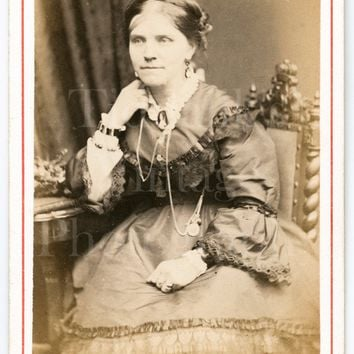 CDV Carte de Visite Photo Victorian Seated Woman, Pretty Hoop Dress Seated Portrait - E W Rocktor Royal Studio London - Antique Photograph