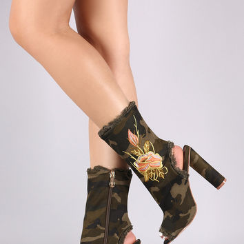 Frayed Camo Floral Embroidered Peep Toe Chunky Heeled Boot | UrbanOG
