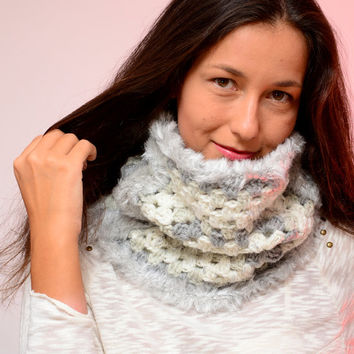 Square crochet cowl, white gray silver cowl,  wool scarf, fur winter cowl, autumn fall scarf, merino wool cowl, infinity scarf, chunky cowl
