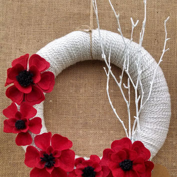 Christmas yarn felt wreath, holiday wreath, red poppy yarn wreath, red & black, mantel decor, front door decor, large 14 inch, ready to ship