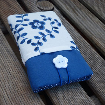 iPod Touch 5g 4g pouch / i6 Case / iPhone 5S Sleeve / Padded iPhone 6 Plus / iPhone 4S / cell phone cover Blue Case Pockets white flowers