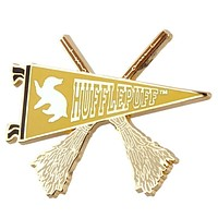 Universal Studios Harry Potter Hufflepuff Quidditch Pennant Pin New with Card
