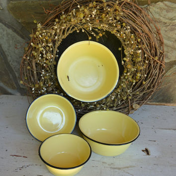 Set of 4 Enamelware Bowls – Vintage Yellow Enamel Bowls with Black Line – Enamelware Mixing Bowls – Vintage Kitchen Bowls - Farmhouse