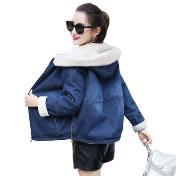 Trendy Autumn Winter Denim Jacket For Women New 2018 Fashion Warm Hooded Denim Coat Female Wool Lining Jacket Casual Chaqueta Mujer AT_94_13
