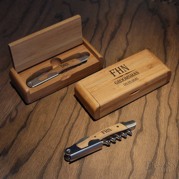 Design's Best Man's Deluxe Personalized Wine and Bottle Opener Bamboo Tool Set with Wedding Party Monogram Options and Font Selection