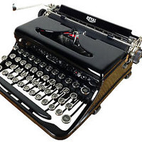 VINTAGE 1930s ROYAL PORTABLE TYPEWRITER MODEL O GLOSSY, NEAR MINT, REFURBISHED