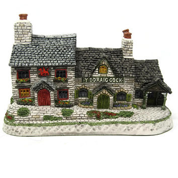 Y' Ddraig Goch Welsh Collection David Winter Cottages 1993 Tudor Style Pub Sculpture