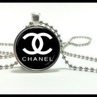 Chanel Necklace and silver pendant set - CC  Designer jewelry with a fashion label