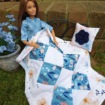 Barbie Decor Doll Throw Blanket and Pillow, 1:6 Scale Miniatures, 12 Inch Fashion Dolls Home Décor Accessories for Pullip Blythe, Blue Quilt