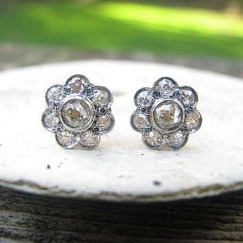 Stunning Edwardian Old Mine Cut Diamond Daisy Earrings - Gold and Platinum - Excellent Condition