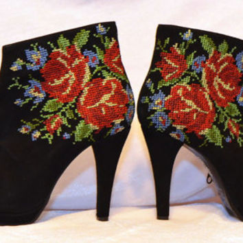 Ankle Boots Urban boots Flower embroidery Lace up Ankle Boots in black leather with flower embroidery Order your Custom size