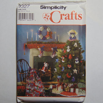 Simplicity Craft Sewing Pattern 9327 Christmas Ornaments Wreath Stocking Tree Skirt Topper Scarf Santa Decorative Quilt