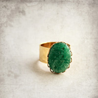 EMERALD Green Ring, Green Jadeite, 24kt GOLD Adjustable Plated Band, Green Jade Glass, Hammered Gold, Emerald Fashion Ring, Vintage Ring