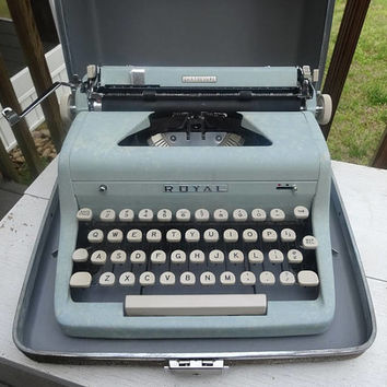 1950s Vintage Royal Quiet de Luxe Portable Manual Typewriter, Tweed Case, Speckle Blue, Working Condition, Magic Margin, Office Typewriter