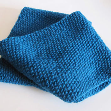 Blue handmade extra long infinity scarf, hat and gloves for women. Chunky winter set made of 100% super soft hand dyed wool from Uruguay.