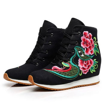 Vintage Beijing Cloth Shoes Embroidered Boots black