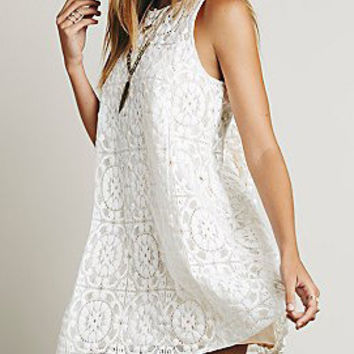 White Sleeveless Cut-Out Back Floral Lace Dress