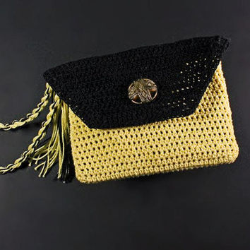 Crochet Wristlet Purse, Leather Interior, Coin Purse. Handmade