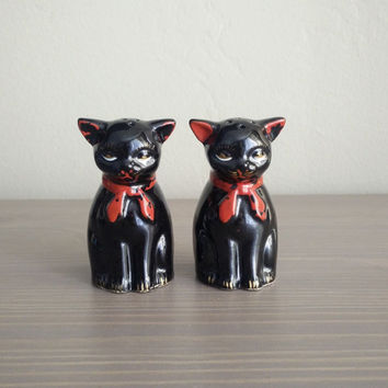 1950s Shafford redware black cats salt and pepper shakers, black cat with red neck ties, glazed redware, collectible Japan shakers
