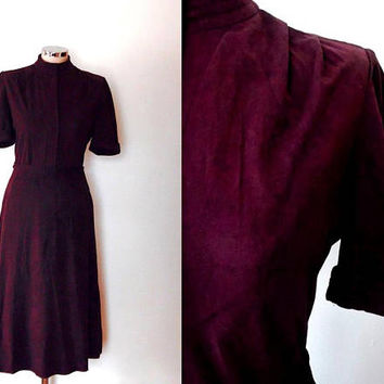 Plum velvet dress / suede look / short sleeve / midi length / high collar / vintage / 1940s style / autumn / lined / purple belted tea dress