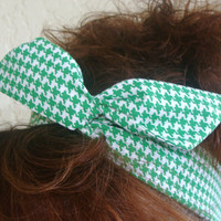 St Patricks Day Dolly Bow, Green Houndstooth, Rockabilly Wire Headband Flexible Pin Up
