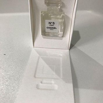DCCKUG3 Chanel No 5 L'eau Miniature 1.5ml boxed with Chanel Gift Bag