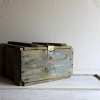 Wooden Trunk Ammunition Crate : antique vintage