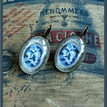 Handmade victorian-style cabochons blue and white earrings