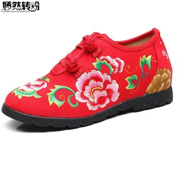 2018 New Chinese Women Flats Canvas Floral Embroidery Casual Cotton Cloth Platforms Shoes Woman Sapato Feminino