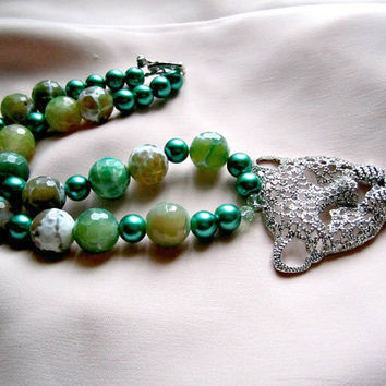 Sparkling Rhinestone Leopard Pendant on Green Beads Necklace