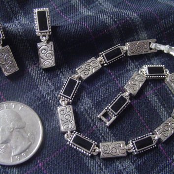 "VINTAGE Signed ""Napier"" Silvertone Pierced Earrings + Matching 7 1/2 "" Bracelet with Foldover Clasp Jewelry - DSC P26"