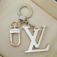 LV Louis Vuitton Fashion new letter quality key chain bag buckle keychain
