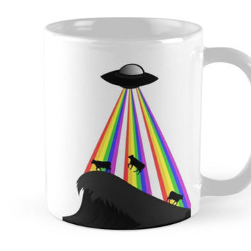 'Alien Abduction Cows And Rainbow Ray' Taza by zaysa