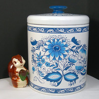 Ransburg Cookie Tin, Blue Onion Design, Large Vintage Tin Canister, Vintage Kitchen, Blue and White, Wood Knob