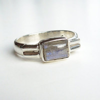 Vintage sterling silver ring with pearlescent or opalescent stone - Mothers day gift - Size 7 (Ready to ship)